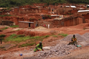 Women working in rock quarry of Acholi quarter of Kampala, Uganda